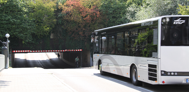Låg viadukt tvingar fram lägre bussar men med högre inre takhöjd. Foto: Solaris.