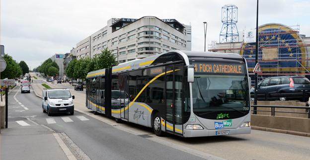 Om några år ska dagens bussar på den franska staden Nantes BRT-linje bytas ut mot 24-meters elbussar. Foto: Ulo Maasing.