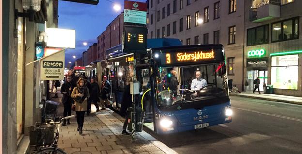 Resenärer i kollektivtrafiken är beredda att betala för att slippa stå och trängas. Foto: Ulo Maasing.