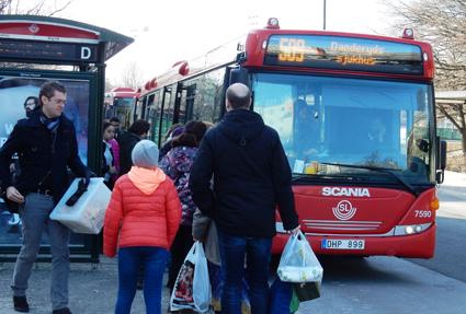 Många i Stockholms län flyr kollektivtrafiken till förmån för bilen. Utvecklingen är särskilt tydlig i nordöstra Storstockholm. Foto: Ulo Maasing.