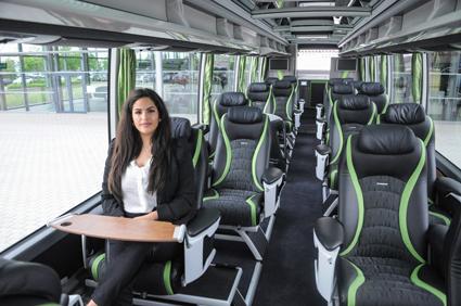 Luxemburgbaserade Sales-Lenz har en Setra S 517 HDH med stolsplacering 1+1 och med stolarna i sick-sackmönster.