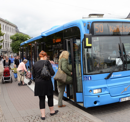 Regeringen överlämnade på tisdagen till riksdagen sitt förslag till ny lag om kollektivtrafikresenärers rättigheter. Foto: Ulo Maasing.