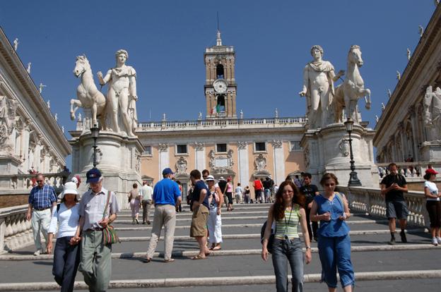 Spanska Trappan i Rom. Staden planerar att chockhöja infartstullarna för turistbussar nästa år. Foto: Ulo Maasing.