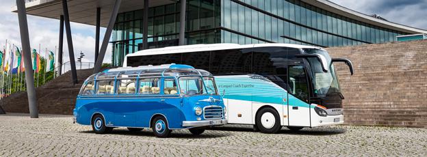 Kompakta Setror, förr och nu. Setra S 6 var den första kompakta turistbussen från Setra, S 511 HD är den senaste. Foto: Daimler buses.