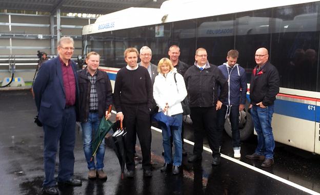 Politiker och tjönstemän som arbetar med kollektivtrafik deltog i invigningen av den nya biogasanläggningen i Fagersta.