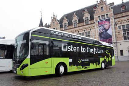 En av de Volvo Electric Hybrid som ska gå i trafik i Luxemburg där ABB etablerar de första laddstationerna för reguljär trafik. Foto: Ulo Maasing.