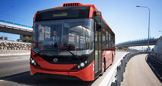 Kinesiska BYD och brittiska Alexander Dennis inleder ett långsiktigt samarbete om produktion av elbussar. 200 enplansbussar om året ska produceras och nästa steg kan vara dubbeldäckare. Bilden: En av de BYD/ADL Enviro som ingår i en order på 51 bussar till Go Ahead i London. Bild: BYD.