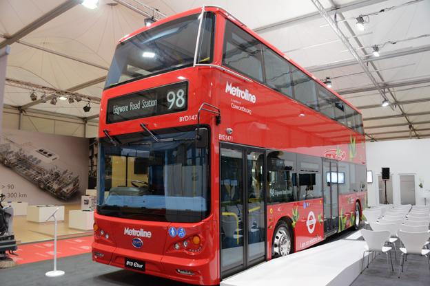 En av fem batteridrivna dubbeldäckare från BYD/ADL som snart sätts i trafik i London. Bussen premiärvisas på Busworld i Kortrijk. Foto: Ulo Maasing.