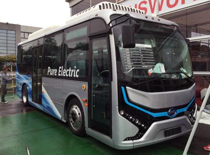 BYD visar också en 8-meters midibuss. Utställningsbussen är hämtad från Kina men en europeisk version kommer. Foto: Ulo Maasing.