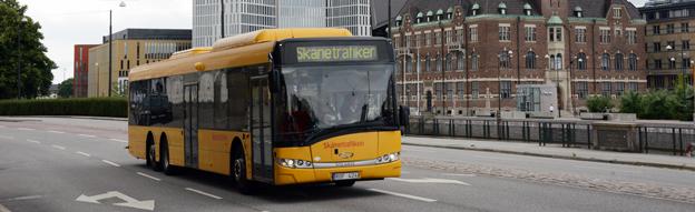 Från den 19 oktober ska även unga föräldrar fritt få ta med sig två barn under sju år på Skånetrafikens bussar och tåg. Foto: Ulo Maasing.