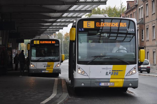 Samtidigt som Busworld äger rum i Kortrijk invigde grannstaden Brygge på lördagen en induktivt laddad elbusslinje. Foto: DeLijn.