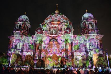 Katedralen i Berlin under årts Festival of Light. Tyskland är den största utländska destinationen för svenska bussturister. Foto: Ulo Maasing.