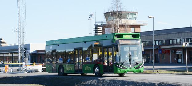 En av Umeås elbussar vid Umeå flygplats. Foto: Ulo Maasing.
