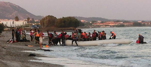 Arriva samlar in pengar till Röda Korset för hjälp till flyktingar.