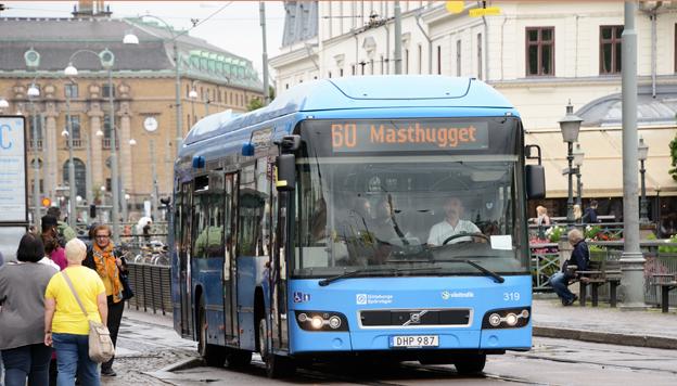 Alliansen i Göteborg vill sälja kommunala GS Buss. Här äe en av företagets hybridbussar på linje 60 i Göteborg. Foto: Ulo Maasing.