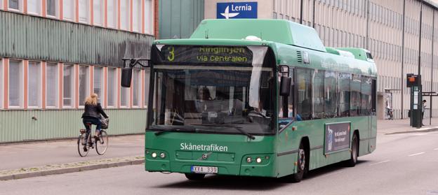 Användningen av biogas i Skånetrafikens bussar ökar, men fortfarande kör många bussar omkring med fossil naturgas i tankarna. Foto: Ulo MAasing.