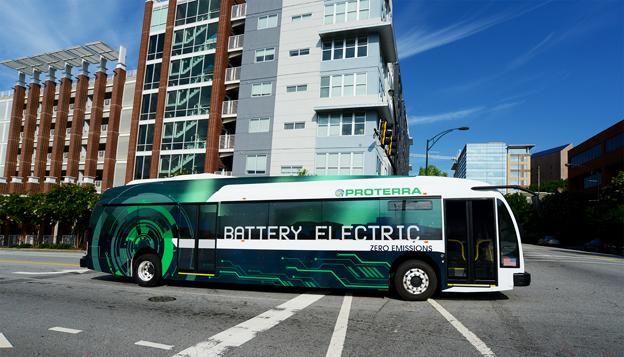 Den nordamerikanska elbusstillverkaren Proterra har klarat att köra 415 kilometer på en batteriladdning. Foto: Proterra.