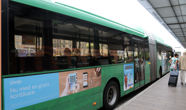 Bör ersättas av poesi. Miljöpartiets kulturpolitiska arbetsgrupp vill förbjuda reklam i kollektivtrafiken och ersätta den med poesi. Foto: Ulo Maasing.