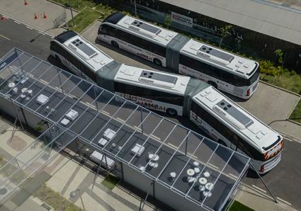 Den 28 meter långa bussen kan bokstavligt talat slingra sig fram. Foto: Scania,