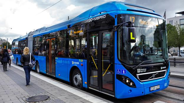 Resandet med stombussarna i Göteborg har ökat kraftigt. Bilden visar en av de nya hybridledbussarna på linje 17 i Göteborg. Foto: Volvo.