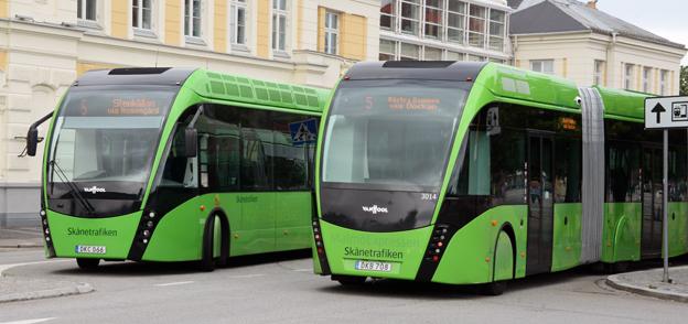 """Superbussarna på linje 5 i Malmö har blivit en succé. Men ordföranden i tekniska nämnden i staden tvekar om att göra om ytterligare en busslinje till superbusslinje. """"Då kan man vänta ett tag med spårvagn"""", säger han."""