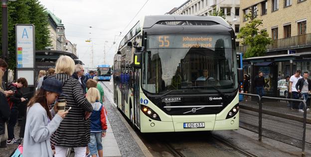 En Volvo Electric Hybrid i Göteborg. Volvo Bussar har ökat lönsamheten kraftigt enligt företgets senaste kvartalsrapport. Foto: Ulo Maasing.