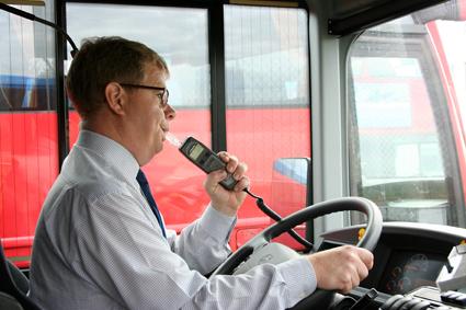 På Söderhallen i Stockholm låter var tredje bussförare bli att blåsa i alkolåset. Foto: Volvo Bussar.