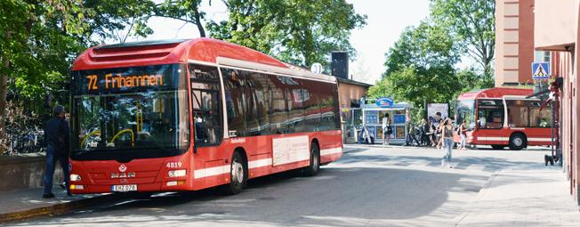 Biodieselhybridbussar på linje 72 i Stockholm. Busstrafiken i Stockholms län har högst andel av biodrivmedel i landet. Foto: Ulo Maasing.