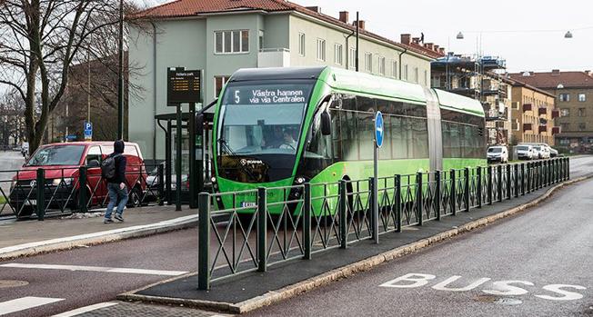 De dubbelledade Van Hoolbussarna på MalmöExpressen har fått sällskap av 18,7 meter långa Van Hool ExquiCity. Foto: Scania.