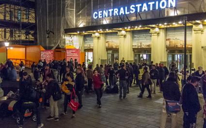 Flyktingar från Syrien på Malmö Centralstation. Foto: Frankie/foughantin/Wikimedia Commons.