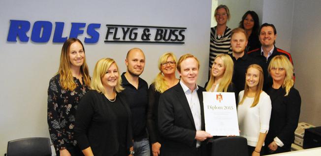 Emanuel Karlsson med sina medarbetare på Rolfs Flyg & Buss.