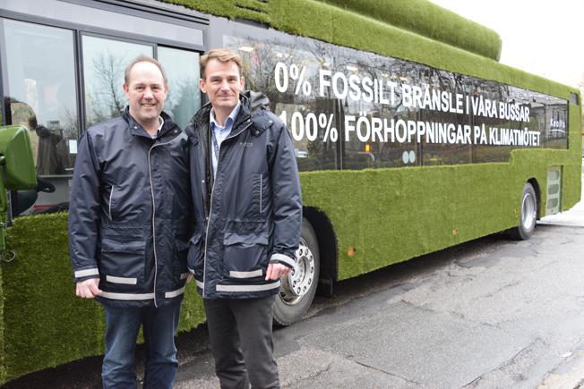 Karl Orton och Magnus Åkerhielm, Keolis Sverige, är stolta över att man nu helt har lämnat dieselepoken bakom sig i busstrafiken. Foto: Ulo Maasing.