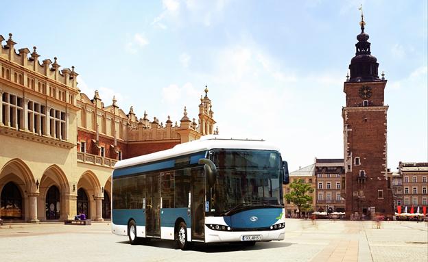 Den historiska polska staden Krakow har beställt 8,9 meter långa elbussar från Solaris. Bildmontage: Solaris.