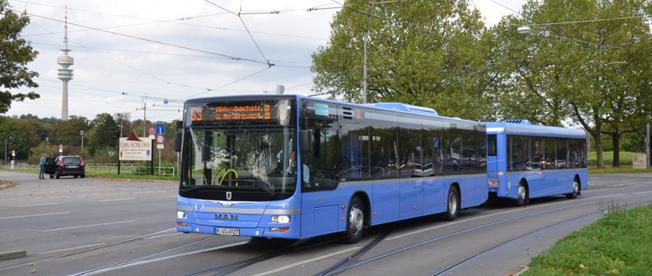"""München fortsätter att satsa på bussar med släp och har nu beställt ytterligare femton """"busståg"""". Foto: MVG."""