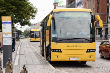 Skånetrafikens undersöknignar visar att få förare använder mobilen medan de kör. Foto: Ulo Maasing.