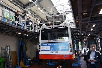 Service av elbussar förutsätter en anläggning som är annorlunda uppbyggd som är annorlunda uppbyggd än en traditionell bussverkstad. Foto: Ulo Maasing.