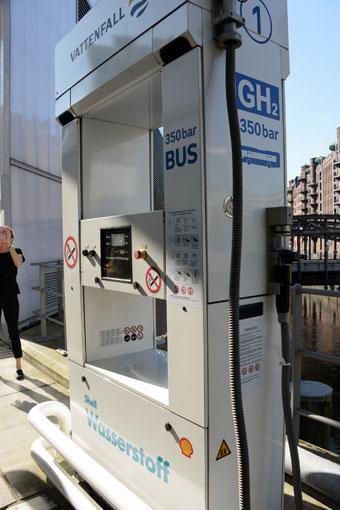 Vätgasmack i centrala Hamburg. Förutom bussarna på linje 109 kan också andra vätgasfordon tanka här. Foto: Ulo Maasing.