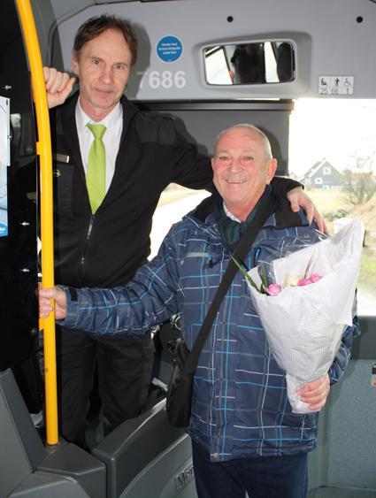 Den 29 december satte resandet med stadsbuss i Falkenberg nytt rekord. 500 000 resor har gjorts med stadsbussarna hittills under 2015. Eric Lager blev den resenär som steg på bussen för att göra den 500 000:e resan med stadsbuss i Falkenberg i år. Han uppvaktades med blommor och presentkort från Hallandstrafiken.