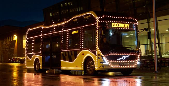 Elbuss i Göteborg blir rullande julshow. Foto: Volvo Bussar.