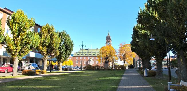 Esplanaden i Nässjö – staden har fördubblat kollektivresandet på ett år. Foto: Mangan02/Wikimedia Commons.