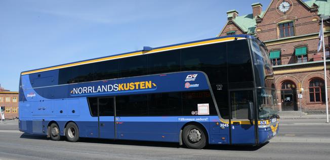 Busstrafiken längs Norrlandskusten, linjerna 100 och 200, mellan Umeå och Haparanda ska köras med fossilfria drivmedel. Foto: Ulo Maasing.