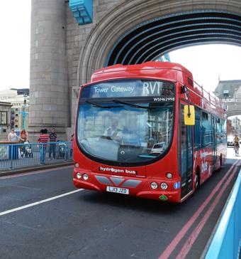 Sedan tidigare trafikeras Londonlinjen RV1 med bränslecellsbussar från Wrightbus. De nya bränslecellshybriderna från Van Hool ska sättas i trafik på samma linje. Foto: Ulo Maasing.