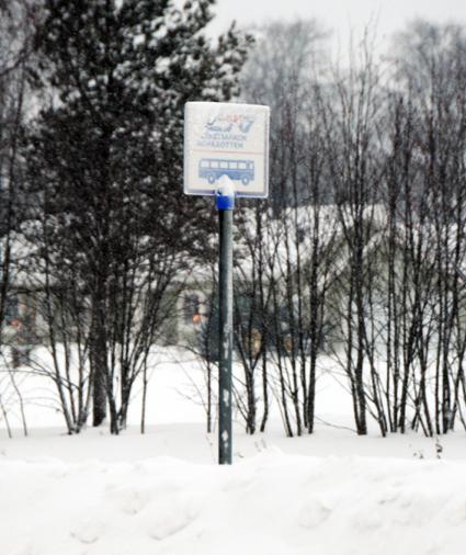 Länstrafiken i Norrbotten ställde på torsdagen in en rad busslinjer på grund av den stränga kylan. Kallast i landet var det på morgonen i Naimakka som hade -42,9 grader. Foto: Ulo Maasing.