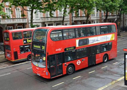 Mer än var tredje buss i London körs av statliga, utländska företag. Nu vill Labours borgmästarkandidat i London ta upp konkurrensen vid upphandlingar av kollektivtrafik, både i Storbritannien och internationellt. Foto: Ulo Maasing.