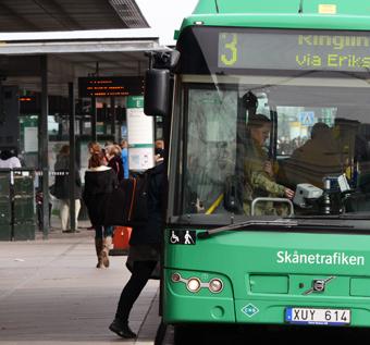 Har sina risker. Bussolyckorna i Malmö har ökat kraftigt. Många av dem sker vid av- eller påstigning. Foto: Ulo Maasing.