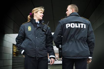 Sedan kl 12 på måndagen utför dansk polis gränskontroller vi inresa från Tyskland till Sverige. Endast pass och nationellt ID-kort godtas enligt Rigspolitiet. Foto: Rigspolitiet/www.politi.dk.