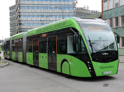 En av Malmöexpressens superbussar. Nu bör en prioriterad satsning göras på superbussar i Storstockholm, hävdar två tunga S-politiker i Stockholms läns landsting. Foto: Ulo MAasing.