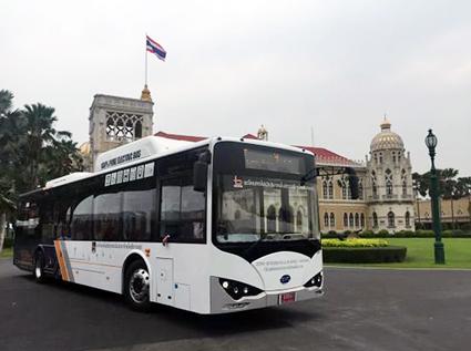 Thailand ska de närmaste månaderna upphandla 200 elbussar. Nyligen rullade den första BYD K9 som monterats i landet ut i trafik. Foto: BYD.
