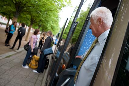 Sveriges Bussresearrangörer vill starta utbildning av turistbussförare tillsammans med Campus Lidköping. Foto: Volvo.