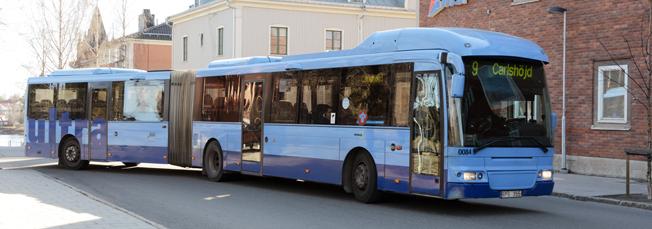 Bussresandet i Umeå slog nytt rekord under 2015 – och nu har staden siktet inställt på ännu ett rekordår. Bussen på bilden är på väg till Carlshöjd där man nästa vecka börjar bygga en laddstation för elbussar. Foto: Ulo Maasing.